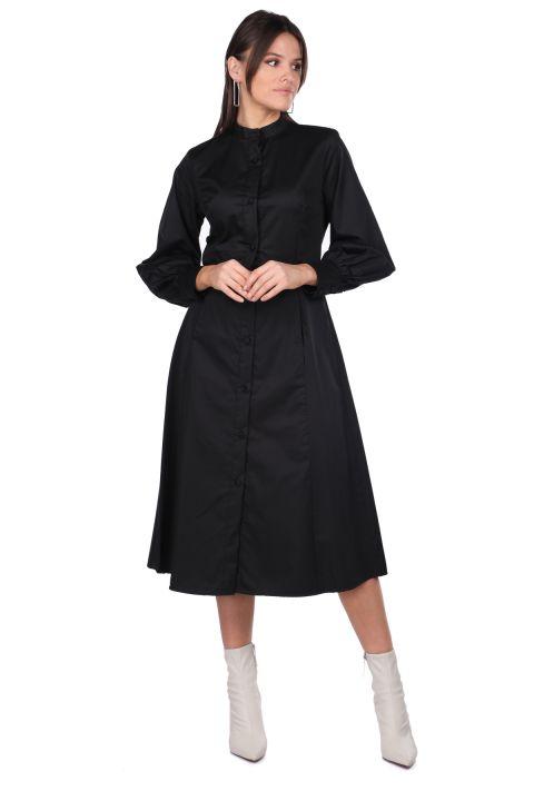 Черное платье с круглым вырезом на пуговицах