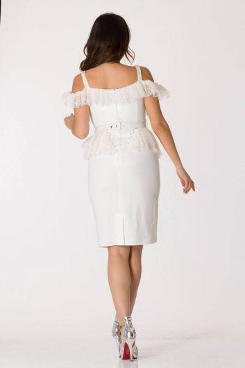 بدلة سهرة بيضاء رقيقة بحمالات من التول - Thumbnail