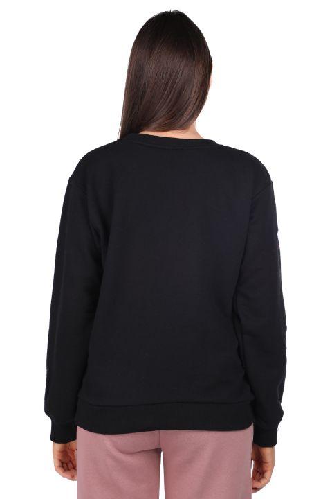 Черная женская толстовка с вышивкой мультипликационного персонажа