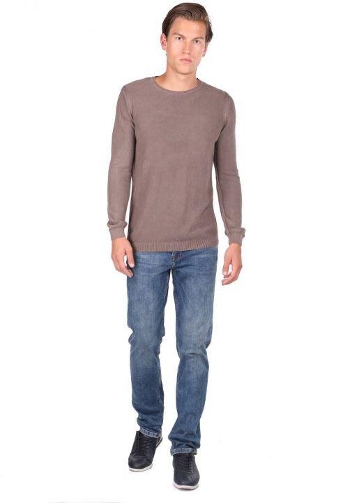 Коричневый мужской свитер с круглым вырезом