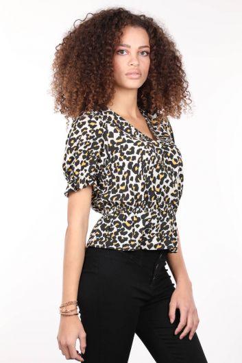 MARKAPIA WOMAN - Desenli Kruvaze Yaka Beli Lastikli Kadın Bluz (1)