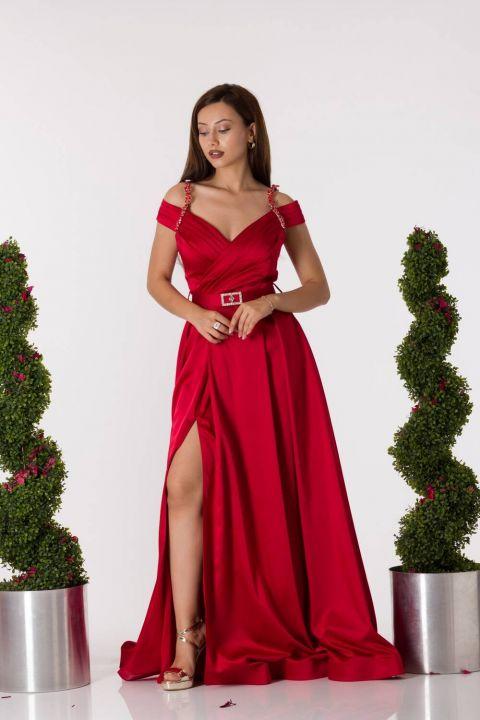 فستان سهرة ساتان أحمر مع حزام مفصل الأكمام
