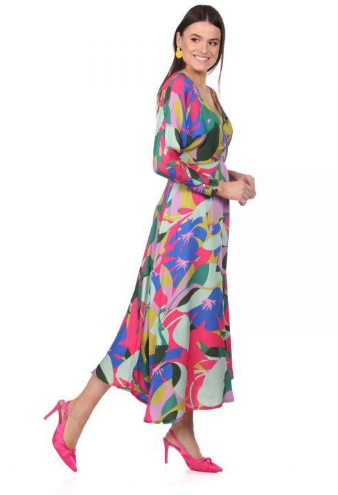 Платье смешанного цвета с двубортным воротником и рисунком