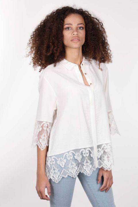 Двубортная женская рубашка из экрю с пуговицами и шнуровкой из экрю