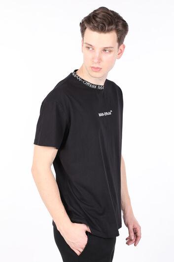 MARKAPIA MAN - Erkek Siyah Yakası Ribanalı Yazılı Bisiklet Yaka T-shirt (1)
