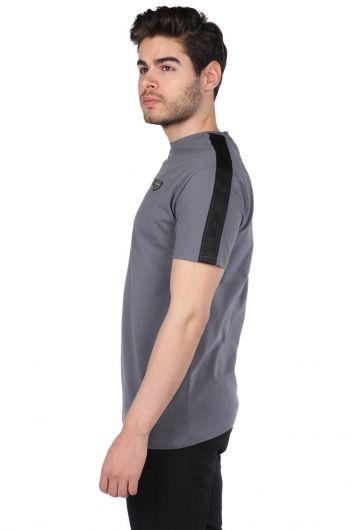 MARKAPIA - Arma Detaylı Füme Erkek Bisiklet Yaka T-Shirt (1)