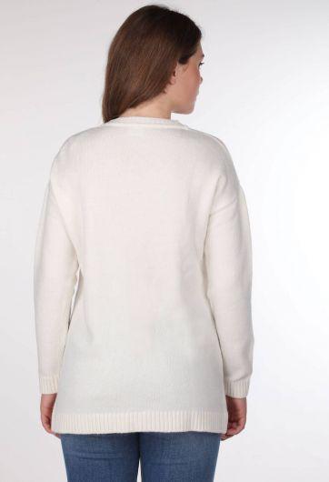 Женский трикотажный свитер с цветочным узором и V-образным вырезом - Thumbnail