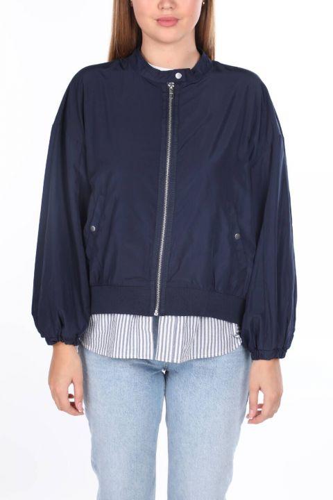 مقبلات اصطف معطف واق من المطر كبير الحجم للمرأة الأزرق الداكن