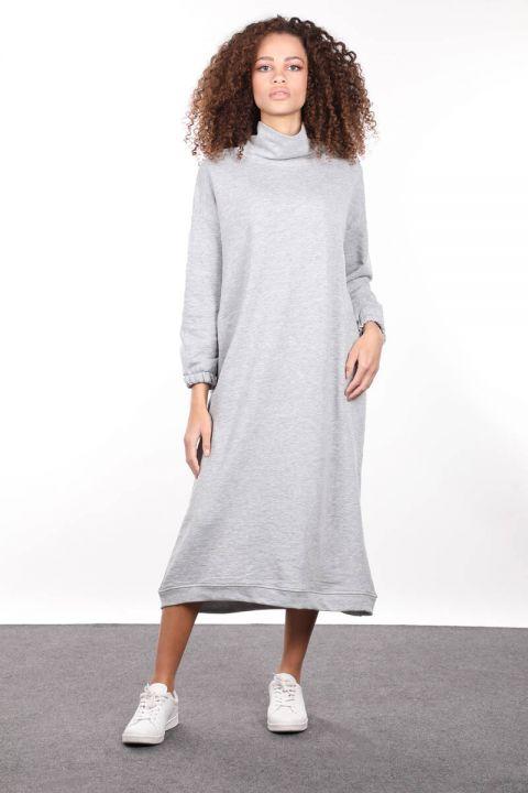 فستان نسائي بياقة مدورة رمادية اللون