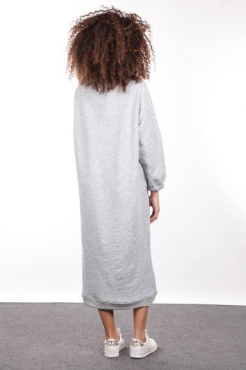 فستان نسائي بياقة مدورة رمادية اللون - Thumbnail