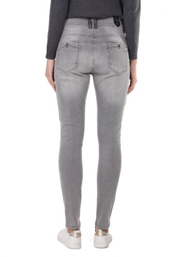 Gri Düğme Detaylı Slim Fit Kadın Jean Pantolon - Thumbnail