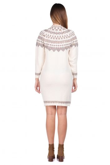 Женский трикотажный свитер кремового цвета с воротником под горло - Thumbnail