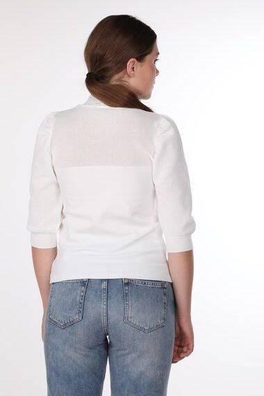 Белый тонкий вязаный свитер с высоким воротом с короткими рукавами