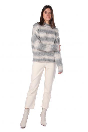 Женский трикотажный свитер с воротником под горло - Thumbnail