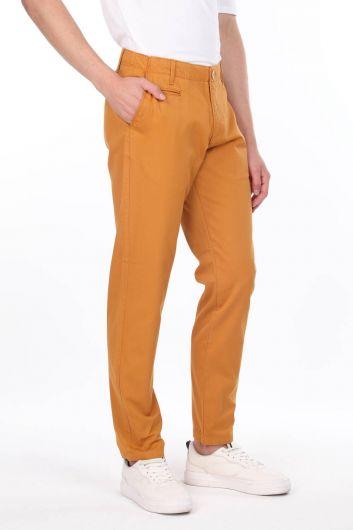 MARKAPIA MAN - سروال تشينو للرجال من الخردل (1)