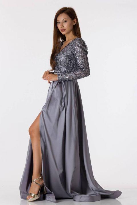 Серое атласное вечернее платье с длинными рукавами и пайетками