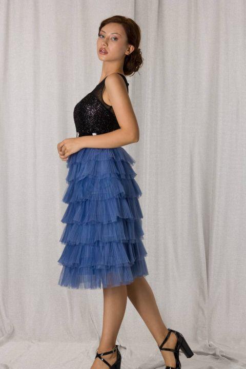 Сине-черное длинное вечернее платье со складками и многослойной отделкой