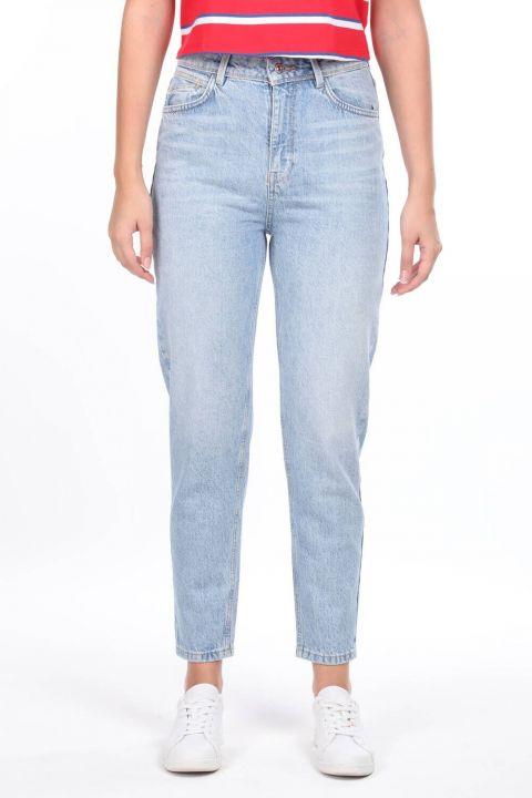 جينز أمي بخصر مرتفع