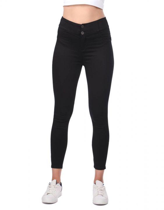 Черные джинсы скинни с высокой талией