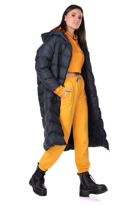معطف طويل كبير الحجم للنساء مع غطاء للرأس