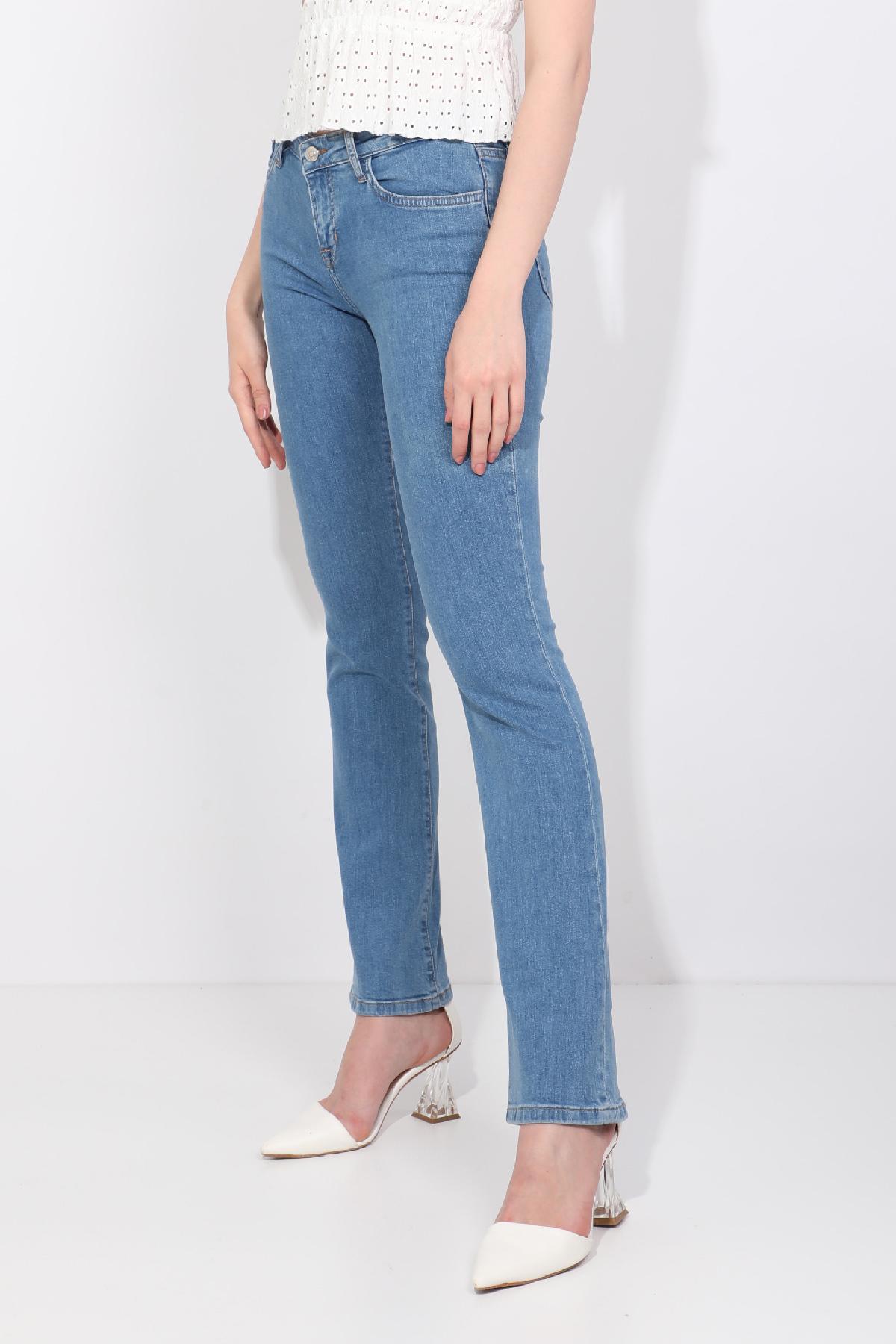 Kadın Açık Mavi Düz Paça Jean Pantolon