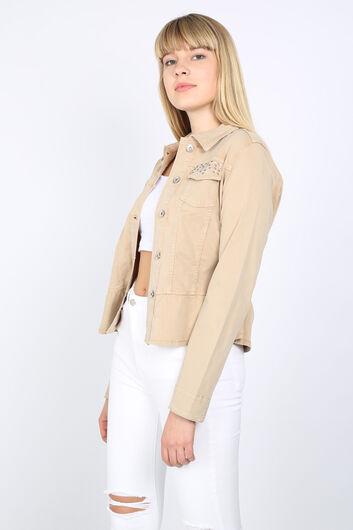 BLUE WHITE - Kadın Bej Büzgü Detaylı Taşlı Ceket (1)
