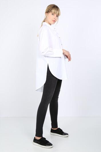 MARKAPIA WOMAN - Kadın Beyaz Arkası Yırtmaçlı Oversize Gömlek (1)