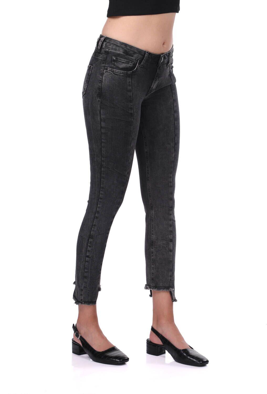 Kadın Siyah Paça Detaylı Jean Pantolon