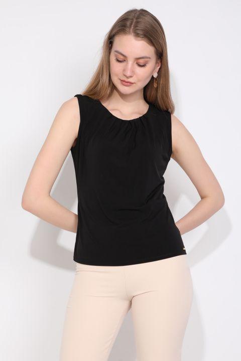 Kadın Yakası Pileli Kolsuz Bluz Siyah