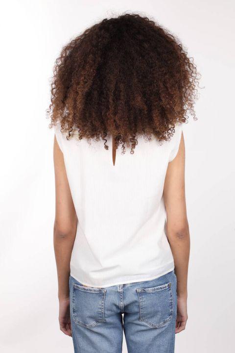 Kayık Yaka Kolsuz Nakışlı Astarlı Beyaz Kadın Bluz