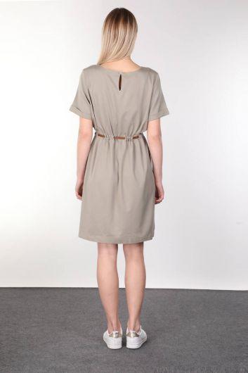 فستان نسائي بأكمام قصيرة بحزام كاكي - Thumbnail