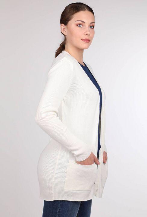 Белый женский вязаный кардиган с открытыми передними карманами