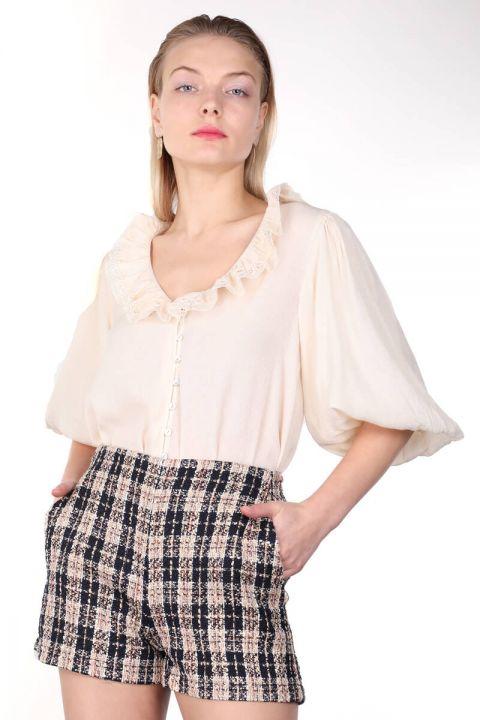 Женская рубашка с кружевным воротником и воздушным шаром