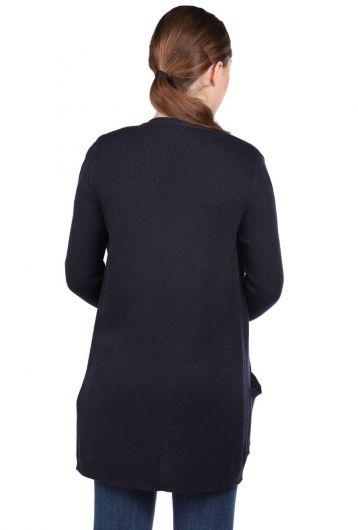 MARKAPIA WOMAN - كارديجان تريكو نسائي باللون الأزرق الداكن بجيب أمامي مفتوح (1)