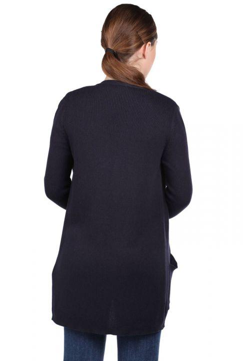 Темно-синий женский трикотажный кардиган с открытыми передними карманами