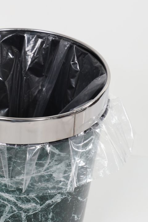 Пластиковый круглый мусорный бак с металлической крышкой с мраморным рисунком