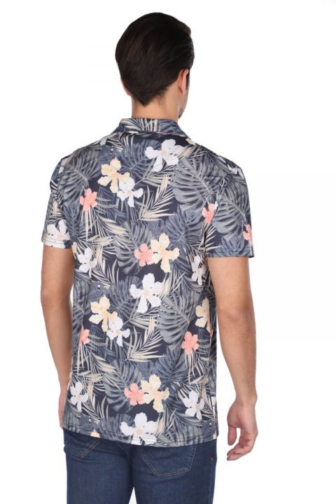 قميص ماركابيا للرجال بأكمام قصيرة بنمط أوراق الشجر الأزرق الداكن