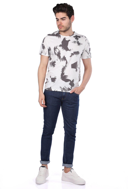 Пятнистая мужская футболка с круглым вырезом