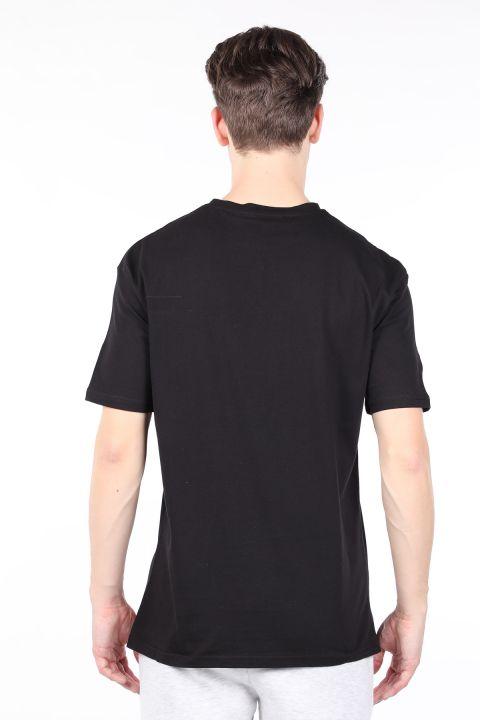 Мужская черная футболка с круглым вырезом