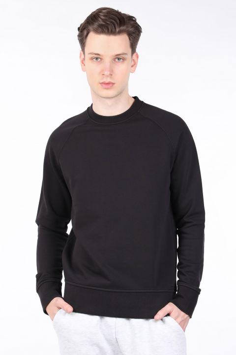 Мужской черный свитшот с прямым круглым вырезом
