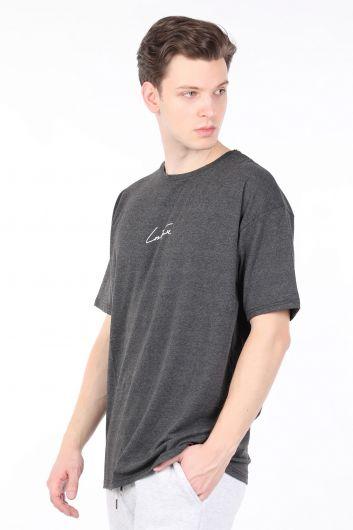Мужская темно-серая футболка с круглым вырезом и надписью на спине - Thumbnail