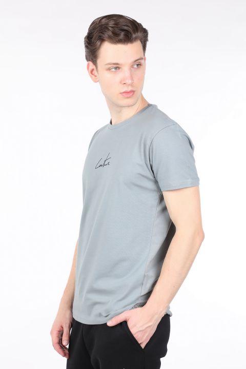 Мужская серая футболка с круглым вырезом на спине с принтом
