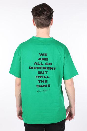 تي شيرت أخضر رجالي برقبة دائرية وطبعات كبيرة الحجم - Thumbnail