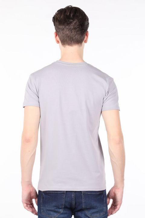 Мужская светло-серая футболка с круглым вырезом