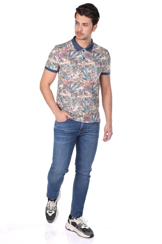 Синяя мужская футболка-поло с цветочным узором