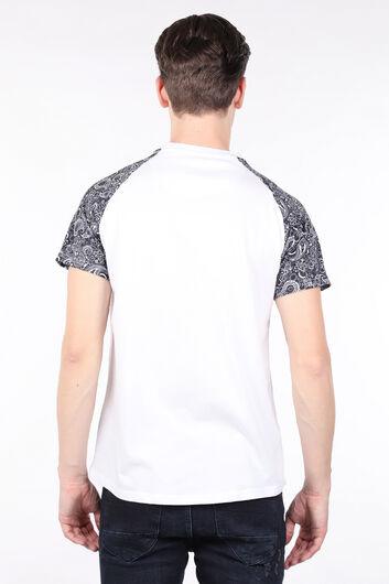 Мужская белая футболка с круглым вырезом и рукавами реглан с узором - Thumbnail