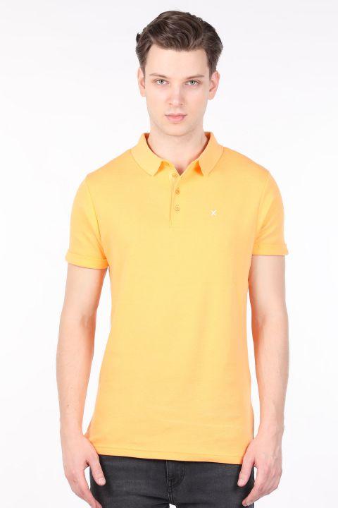 Желтая мужская футболка с воротником-поло