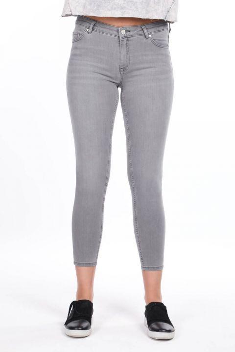 بنطلون جينز ضيق متوسط الخصر