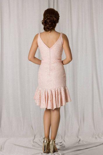 shecca - Короткое вечернее платье из пудрового кружева с юбкой с оборками (1)