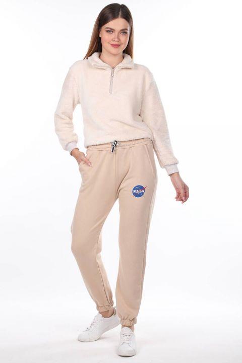 Прорезиненные женские брюки бежевого цвета с принтом Nasa